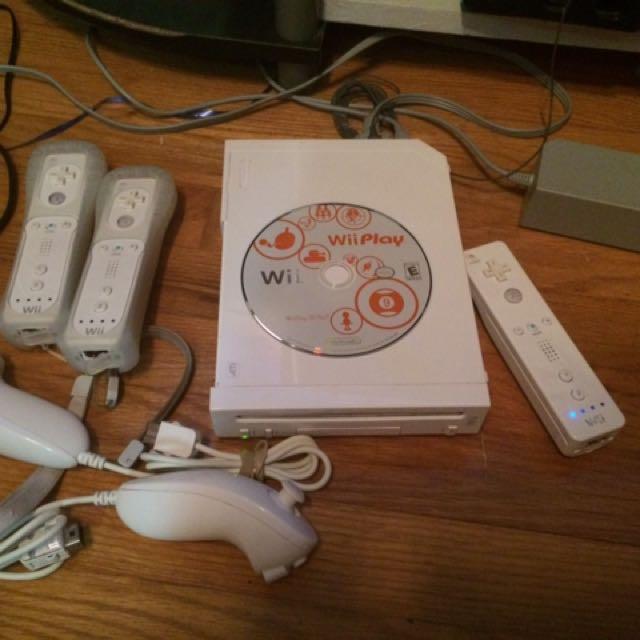 White Nintendo Wii