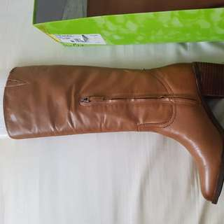 NEW!! Sam Elderman Leather Boots Size 8 - $65 only
