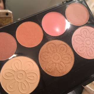 Quo Highlighter and Blush Palette
