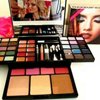 Victoria's Secret Bombshell Makeup Kit
