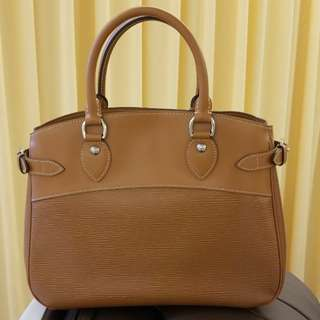 LV bag 99% new
