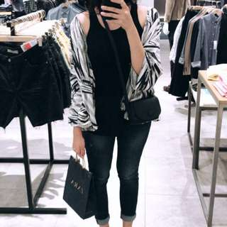 Monocrom outer