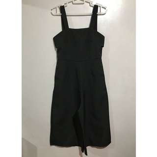 SM woman black jumpsuit