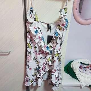 Bnwt Factorie white wrap around ruffled floral dress