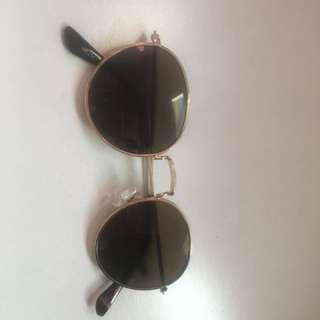 Vintage looking sunglasses