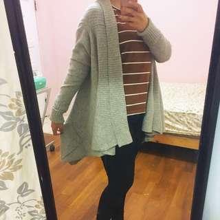 灰色針織寬鬆毛衣