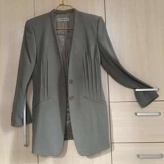 EMPORIO ARMANI 淺草綠色 女裝外套,購自專門店。意大利製造。
