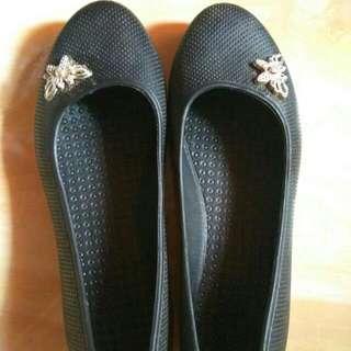 Sepatu Karet Black