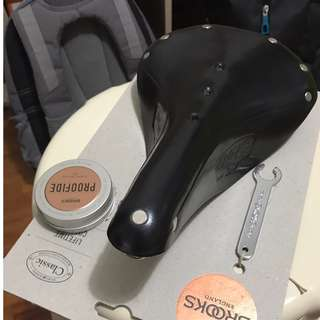 BROOKS B17 SADDLE WITH 40G PROOFIDE LEATHER DRESSING