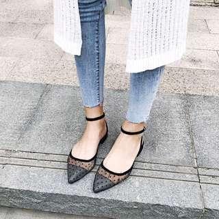 Minimei追加款✪歐美韓系韓版新款網紗波點性感百搭尖頭平底鏤空圓點點ㄧ字扣帶涼鞋