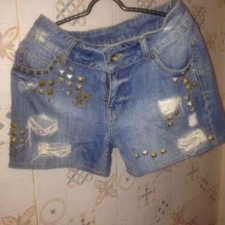Jeans pendek Ripped