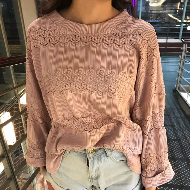 粉色蕾絲簍空七分袖