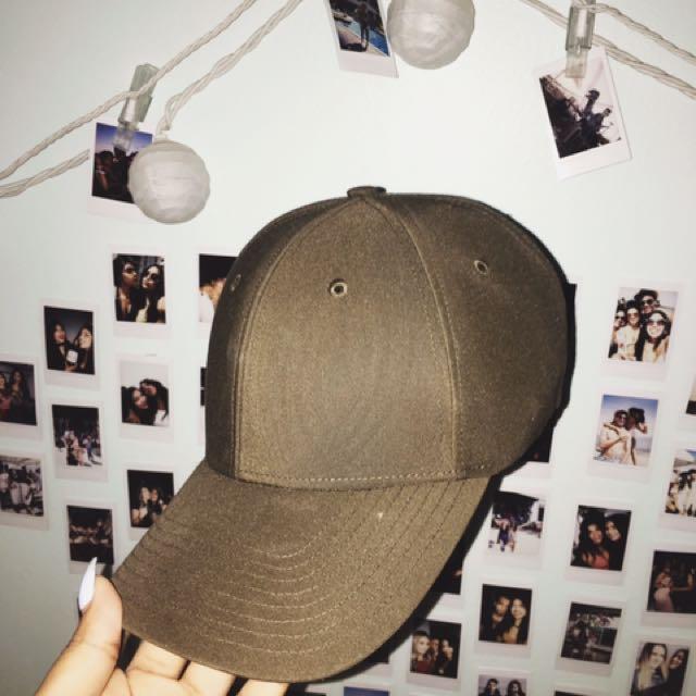 Aritzia hat