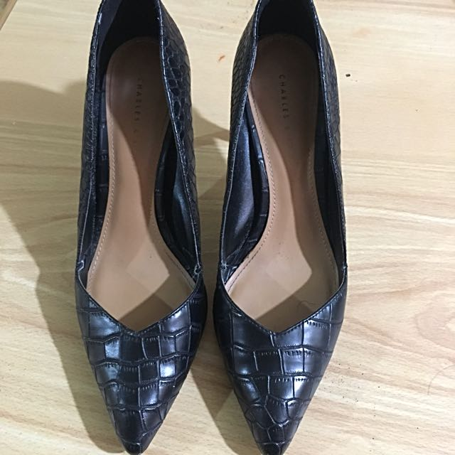 Authentic Charles and Keith Size 8!
