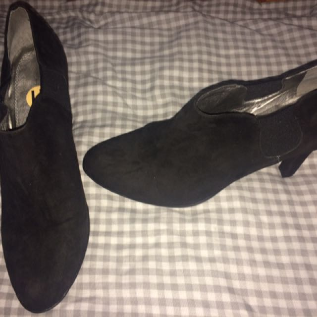 BRAND NEW Tahari shoes size 11