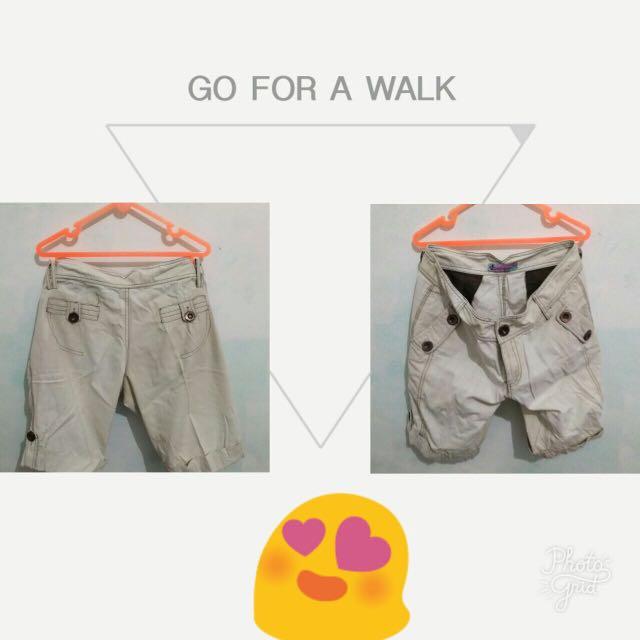 Celana pendek (selutut)