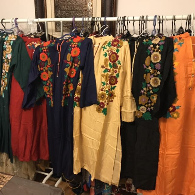 🌺EMBROIDERED KURTI MOSTLY SMALL SIZE AND MEDIUM AND LARGE AVAILABLE IN ORANGE AND GREEN🌺  $25/- EACH NOW AVAILABLE GETS URS