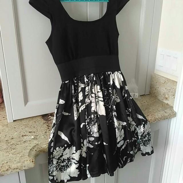 Ladies size small dress with stretch waist