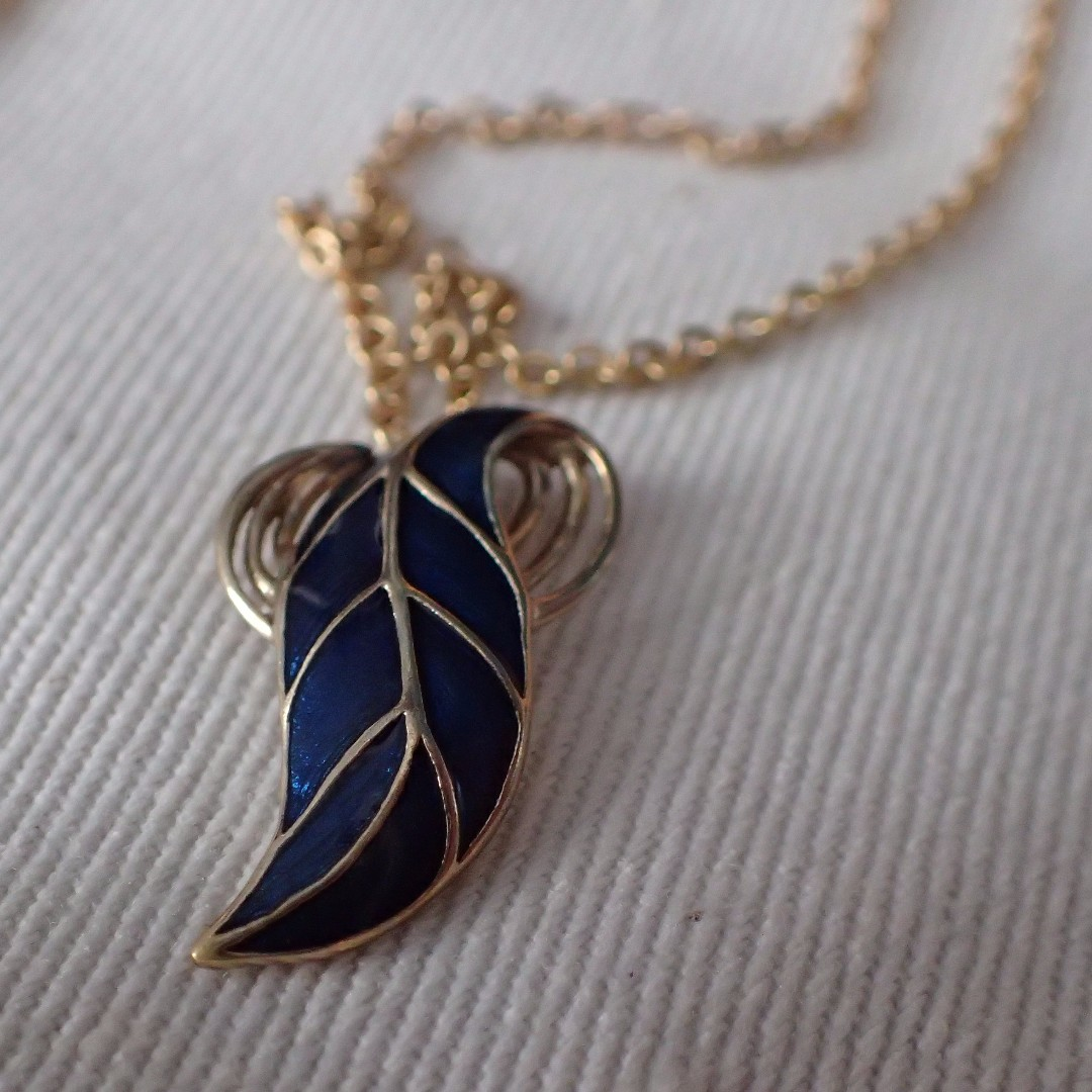 Leaf pendant with Chain
