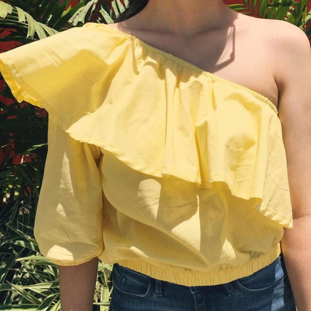 Lola & Daisies Yellow Offshoulder