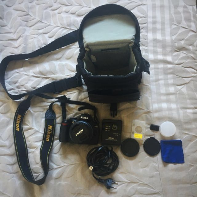 Nikon DSLR D3000; 18-55mm & bag Bundle