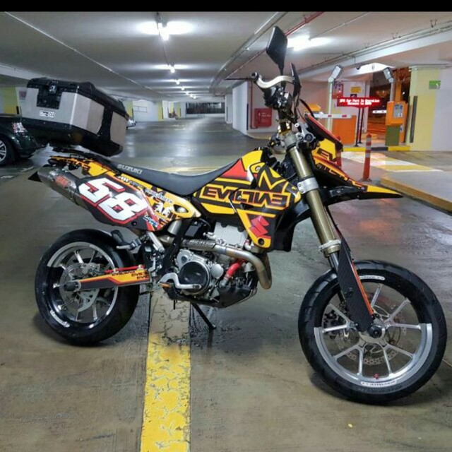 selling suzuki drz 400 sm motorbikes motorbikes for sale class 2a on carousell. Black Bedroom Furniture Sets. Home Design Ideas
