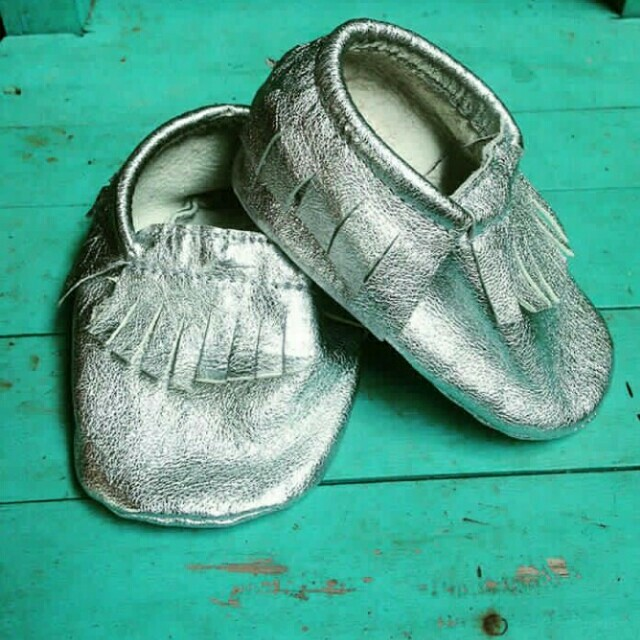Sepatu baby moccasin kulit domba asli. Panjang insole 12,5cm.