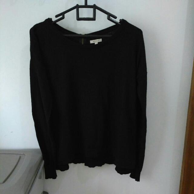 Sweater Hitam Size M