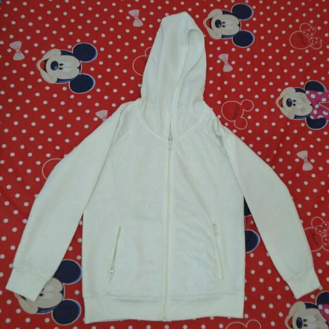 Sweater Putih Nevada Size S