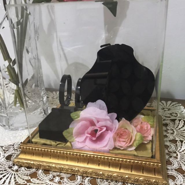 Tempat perhiasan untuk nikahan