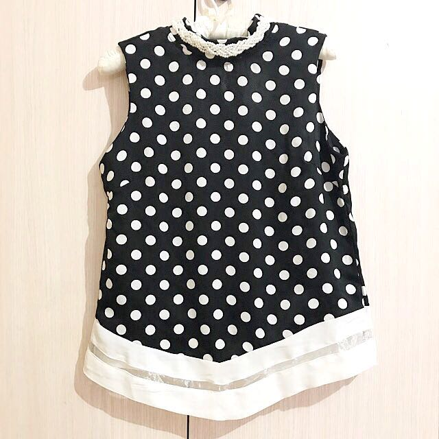 Top polkadot with pearl neck