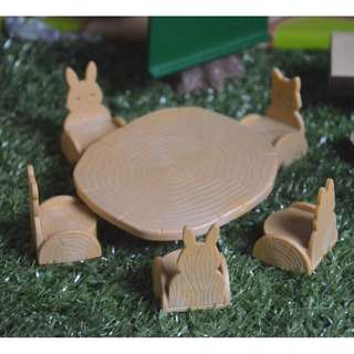 SYLVANIAN FAMILIES TABLES AND CHAIRS SET (RABBIT-SHAPED)