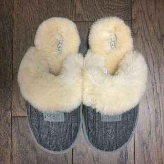 UGG Cozy Slippers Size 6