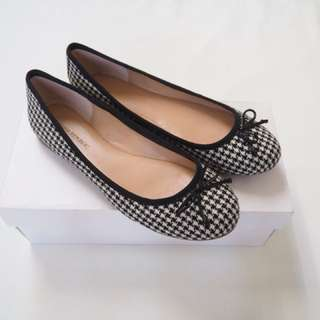 Houndstooth ballet flats, size 8