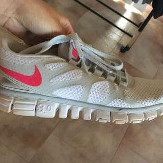 Nike free runs size 8