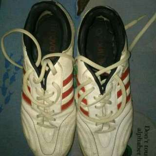 Sepatu Futsal Adidas, Harga Negooo, Kualitas 80%-100%. Yg Fix Order Move 089643935540 Bisa Lewat Whatsapp
