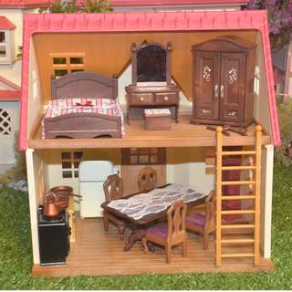 SYLVANIAN FAMILIES RARE UK RELEASED MASTER BEDROOM SET, DINING AND KITCHEN SET WITH GRANDFATHER'S CLOCK