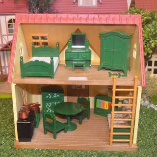 SYLVANIAN FAMILIES RARE UK RELEASED GREEN FURNITURE | COMPLETE SMALL HOUSE FURNISHING (BEDROOM SET, DINING SET WITH ACCESSORIES AND KITCHEN SET WITH RARE COPPER-FINISH POTS AND PANS WITH HARD-TO-FIND GREEN REFRIGERATOR, VINTAGE SOFA AND BOOKSHELF)