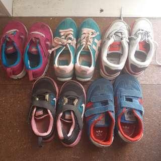Kids senakers shoes size 8-9 us
