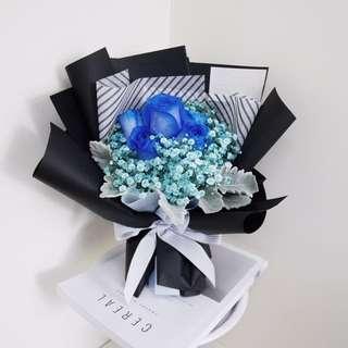 Enchanted (6 Blue Kenya roses)