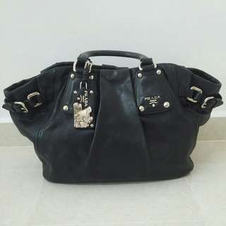 Fast deal $500 - AUTHENTIC Prada Shoulder / Hand Carry Leather Bag
