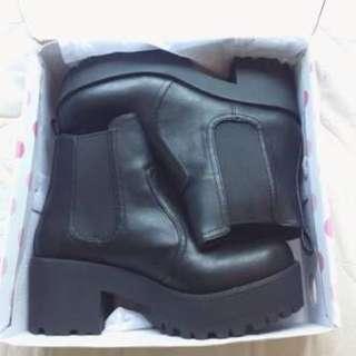 Lipstik Eamon Boots