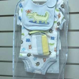 全新美國Carter's同 DAROL  短袖包屁衣 短褲 長褲 圍兜 小方巾一套五件 五件裝