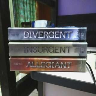 Price Reduced! Divergent Series By Veronica Roth