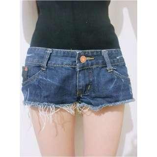 🚚 超顯瘦極短破壞感鬚鬚單釦口袋牛仔短褲/熱褲