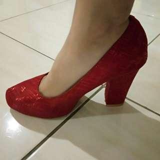 Heels merah size 37