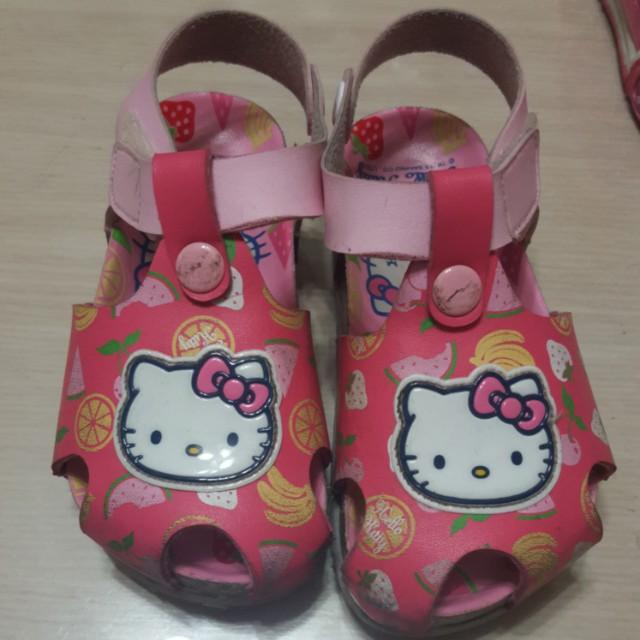 2手kitty正版涼鞋 出清賣