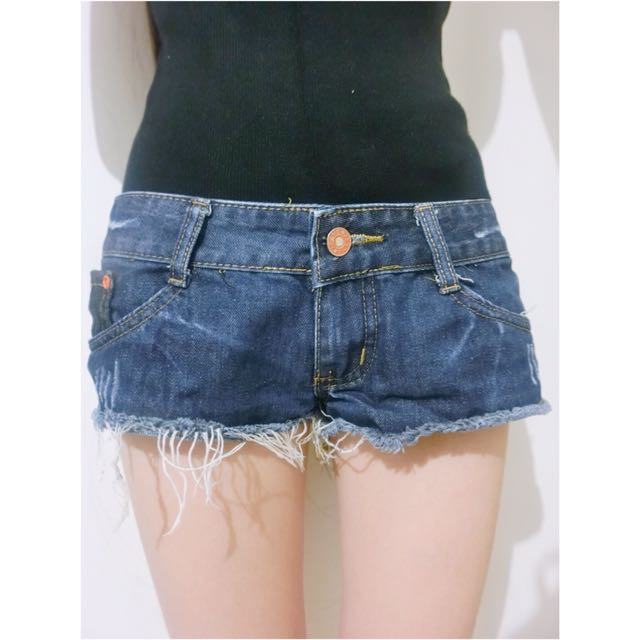 超顯瘦極短破壞感鬚鬚單釦口袋牛仔短褲/熱褲