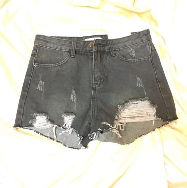 煙灰 破壞短褲