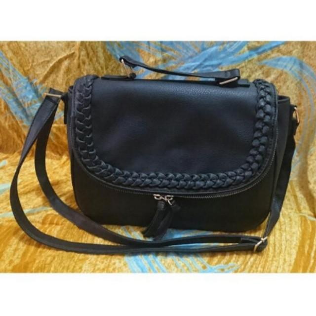 Atmosphere sling bag black